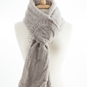 Tourance Channel Long Scarf in Silver  Like new.
